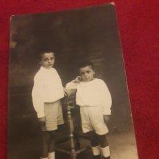 Fotografía antigua: ANTIGUA POSTAL FOTOGRAFÍCA DE ESTUDIO DE PRINCIPIO DEL 1900. Lote 194905972