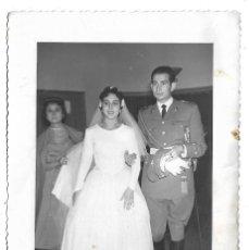 Fotografía antigua: 4 FOTOGRAFIAS ANTIGUA - UNA BODA MILITAR -DEL 5 - 11 - 1.955 - FOTOS - PASTOR - HERMANOS- Y ORGAZ. Lote 194925391