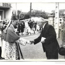 Fotografía antigua: FOTOGRAFIA ANTIGUA - AUTORIDADES SALUDANDO AL PAPA - . Lote 194926960