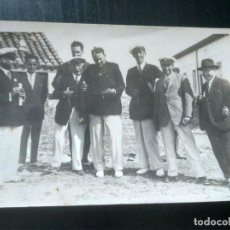 Fotografía antigua: FOTOGRAFÍA DÉCADA 1910 O 1920. MARINOS. REVERSO TARJETA POSTAL. Lote 194927675