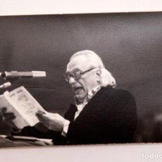 Fotografía antigua: RAAFEL ALBERTI - RETRATO RECITANDO. Lote 194947667