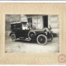 Fotografía antigua: EXTRAORDINARIA FOTOGRAFIA ANTIGUA - COCHE CLASICO CON EL CONDUCTOR DE BURGOS - PRINCIPIO SIGLO XX. Lote 195006626
