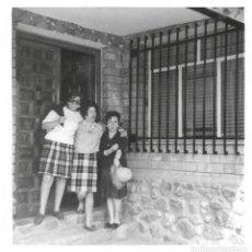 Fotografía antigua: == GG381 - FOTOGRAFIA - TRES AMIGAS. Lote 195063807