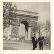 Fotografía antigua: == GG382 - FOTOGRAFIA - DOS AMIGOS EN PARIS. Lote 195063838