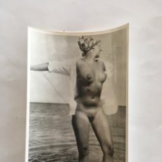 Fotografía antigua: FOTO EROTICA. EVA EN LA PLAYA. FOTÓGRAFO?. MEDIDAS 7,5 X 10,5 CM.. Lote 195081677
