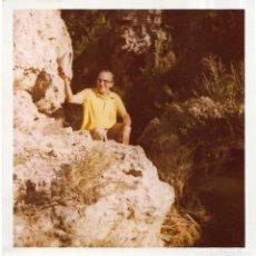Fotografía antigua: == GG404 - FOTOGRAFIA - JOVEN ENTRE LAS ROCAS. Lote 195101812