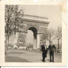 Fotografía antigua: == GG407 - FOTOGRAFIA - DOS AMIGOS EN PARIS. Lote 195102028