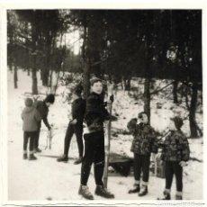 Fotografía antigua: == GG440 - FOTOGRAFIA - JOVENCITOS EN LA NIEVE. Lote 195116653