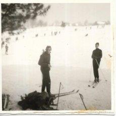 Fotografía antigua: == GG441 - FOTOGRAFIA - JOVENCITOS EN LA NIEVE. Lote 195116717