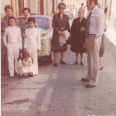Fotografía antigua: == GG513 - FOTOGRAFIA - JOVENCITOS DE PRIMERA COMUNION CON SU FAMILIA. Lote 195149456