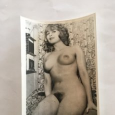 Fotografía antigua: FOTO EROTICA. JOVEN DESAFIANTE. FOTÓGRAFO?. MEDIDAS 7,5 X 10,5 CM.. Lote 195170828