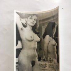 Fotografía antigua: FOTO EROTICA. SOLO SOMOS UNA. FOTÓGRAFO?. MEDIDAS 7,5 X 10,5 CM. Lote 195177647