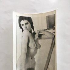 Fotografía antigua: FOTO EROTICA. OJOS CLAROS. FOTÓGRAFO?. MEDIDAS 7,5 X 10,5 CM.. Lote 195178005