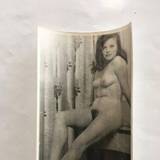Fotografía antigua: FOTO EROTICA. JOVEN INOCENCIA. FOTÓGRAFO?. MEDIDAS 7,5 X 10,5 CM.. Lote 195179205