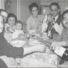 Fotografía antigua: == GG199 - FOTOGRAFIA - GRUPO FAMILIAR EN UNA CELEBRACION. Lote 195236351