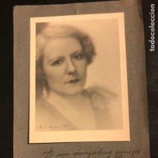 Fotografía antigua: FOTO CON AUTÓGRAFO DE LA ESCRITORA Y POETA HERMINIA DE RIU.FIRMA Y DEDICATORIA. Lote 195246046