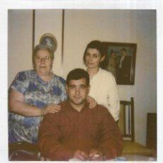 Fotografía antigua: == GG726 - FOTOGRAFIA POLAROID - GRUPO FAMILIAR. Lote 195249906