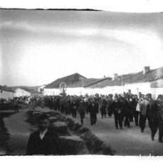 Fotografía antigua: FOTOGRAFIA ANTIGUA - COMITIVA DE LA PROCESION DEL PUEBLO - AÑOS 20. Lote 195267196