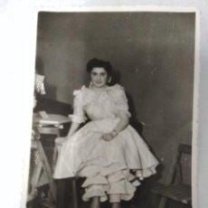 Fotografía antigua: FOTOGRAFIA CHICA AÑOS 40. FOTO TORRES DE BARCELONA. Lote 195276590