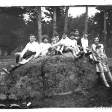 Fotografía antigua: FOTOGRAFIA ANTIGUA - NIÑOS EN UN DIA DE CAMPO - AÑOS 20. Lote 195280306