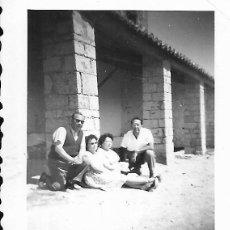 Fotografía antigua: == FA535 - FOTOGRAFIA PEQUEÑO FORMATO - GRUPO DE AMIGOS - 6,5 X 5 CM.. Lote 195320132