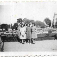 Fotografía antigua: == FA536 - FOTOGRAFIA PEQUEÑO FORMATO - GRUPO DE AMIGOS - 7 X 5 CM.. Lote 195320272