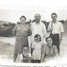 Fotografía antigua: == FA551 - FOTOGRAFIA PEQUEÑO FORMATO - GRUPO DE AMIGOS - 6 X 4,5 CM.. Lote 195321803