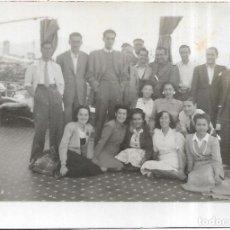 Fotografía antigua: == FP350 - FOTOGRAFIA PEQUEÑO FORMATO - GRUPO DE AMIGOS - 6,5 X 4,5 CM.. Lote 195336980