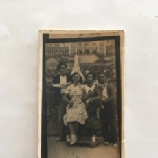 Fotografía antigua: FOTO. GRUPO FAMILIAR. FOTÓGRAFO?. H. 1945?.. Lote 195370105