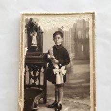 Fotografía antigua: FOTO. NIÑO EN SU 1ª COMUNIÓN. FOTÓGRAFO?. H. 1925?.. Lote 195370903
