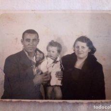 Fotografía antigua: 11-FOTO FAMILIAR GIJON, AÑOS 30, 7,5 X 5,5. Lote 195433601