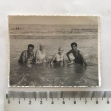 Fotografía antigua: FOTO. DIA DE PLAYA. FOTÓGRAFO?.. Lote 195465466