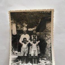 Fotografía antigua: FOTO. ABUELOS Y NIETOS. FOTÓGRAFO?.. Lote 195465988