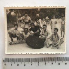 Fotografía antigua: FOTO. MASCARADA AL FINALIZAR LA PAELLA. FOTO V. BAROQUI. ALBERIQUE.. Lote 195531025