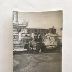 Fotografía antigua: FOTO. EN BARCELONA, AL FONDO LA MONUMENTAL. AÑO 1960?.. Lote 195535253