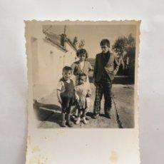 Fotografía antigua: FOTO. HERMANOS Y PRIMOS. FOTÓGRAFO?.. Lote 195535633
