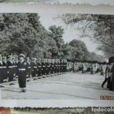 Fotografía antigua: ALBUM FOTOS EJERCITO MARINA INGLESA ORRE EIFEL PARIS GAITEROS 1957 FOTOS CASA ROS SALAMANCA. Lote 196321330