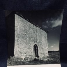 Fotografía antigua: CASILLAS DE BERLANGA SORIA ARRANZ VISTA ERMITA SAN BANDELIO INFORMACION TURISMO 1963 25,5X20,5CMS. Lote 196366185
