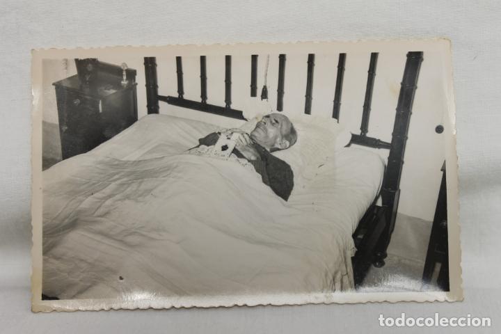 FOTOGRAFIA SEÑOR MUERTO EN SU CAMA, POST MORTEN, AMORTAJADO (Fotografía - Artística)