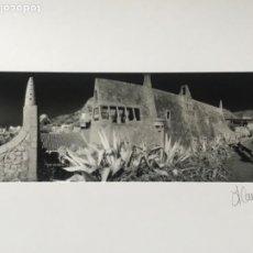 Fotografía antigua: FOTOGRAFÍA DE LLORENÇ HERRERA ALTÉS. CELLERS GÜELL DE GARRAF. GAUDÍ. FIRMADA. . Lote 197380305