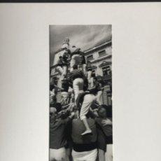 Fotografía antigua: FOTOGRAFÍA DE LLORENÇ HERRERA ALTÉS. PLAZA MERCADAL REUS. CARREGANT 4D8. 1998. NUMERADA. . Lote 197381426