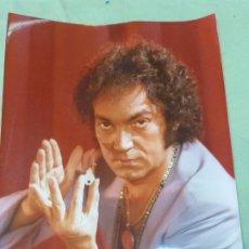 Fotografía antigua: TONI SANS NERUDÍN . FOTOGRAFÍA ORIGINAL DE LOS AÑOS 70, MAGO,ILUSIONISTA,ESCULTOR . 24 CM X 17,5 CM. Lote 198389511