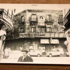 Fotografía antigua: BILBAO, FOTOGRAFÍA ORIGINAL EDIFICIO DE LA BOLSA CASCO VIEJO. PRIMEROS AÑOS 80.. Lote 198667470