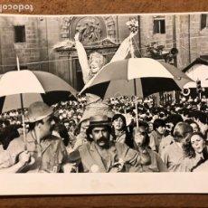 Fotografía antigua: ASTE NAGUSIA DE BILBAO. FOTOGRAFÍA ORIGINAL EN B/N DE FINALES 70S. MARIJAIA.. Lote 198760071