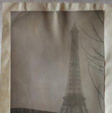 Fotografía antigua: FOTO TORRE EIFFEL CON PUENTE DE HIERRO PARIS BLANCO Y NEGRO NIEBLA FOTO BELTRAN VALLADOLID. Lote 199396197