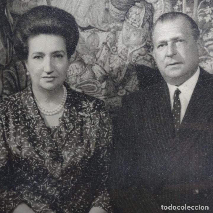 Fotografía antigua: fotografias de los reyes eméritos y don Juan de bombón y mujer.firmadas por todos.con cartas firmada - Foto 3 - 199678197