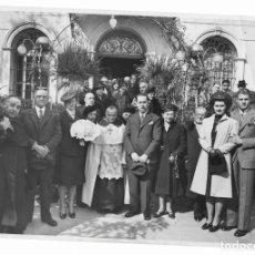 Fotografía antigua: FOTO FAMILIAR AÑOS 60 *AL SALIR DE MISA* - FOTO-INFORM BRANGULÍ - BARCELONA. Lote 202390996