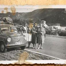 Fotografia antiga: ANTIGUA FOTOGRAFIA AMEYUGO BURGOS COCHE FIAT SEISCIENTOS 1956 7,5X 10,5. Lote 202567811