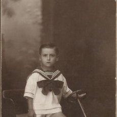 Fotografía antigua: E. SERRA MARTÍ. SANS 37. BARCELONA. ROYAL-POST. NIÑO MARINERO COCHE GRANDE DE JUGUETE. FINALES S.XX.. Lote 203230646