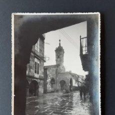 Photographie ancienne: ANTIGUA FOTOGRAFÍA RÚA NOVA. IGLESIA SALOMÉ. FOTOS CINE ALMEIDA. SANTIAGO DE COMPOSTELA. TROQUELADA.. Lote 204064098